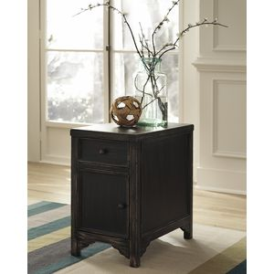 Gavelston Chairside end Table by Ashley Furniture