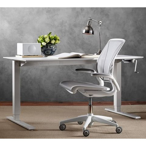 Diffrient World Office Chairs in White Desk